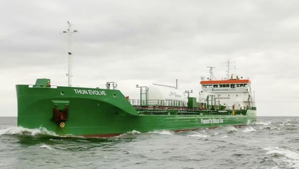 Preems fartyg som förses med Gasums marina bränsle med förnybar inblandning är de chartrade bojlastarna Tern Ocean och Thun Evolve.