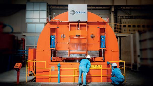 I bilden syns en stor het isostatisk press från Quintus Technologies. HIPpen är den största i världen och finns i Japan på MTC Powder Solutions.