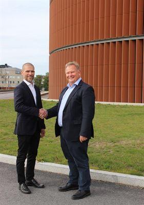 Från vänster Jari Salminen, chef för digitala lösningar på Maintpartner och Jörgen Espeling, tillförordnad chef för produktion och distribution på Stockholm Exergi.