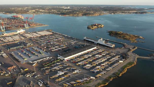 Göteborgs hamns roroterminal med inneliggande DFDS-fartyg vid den nu elanslutna kajplats 712.