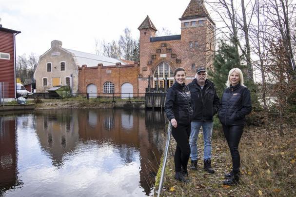 Vattenkraftsproducent Anders Uleskog äger och driver Dångs kraftverk i Konga. Martina Batur, marknadskommunikatör på Sparbanken Eken, Camilla Lönquist, kontorschef Sparbanken Eken Ryd.