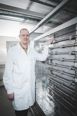 Tomas Gustafsson, senior forskare på RISE Processum, framför den kontinuerliga HTL-piloten.