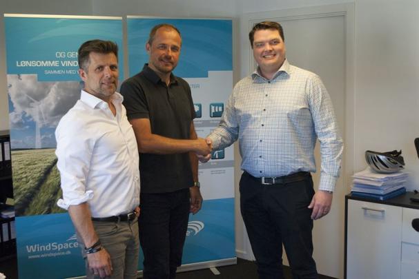 Thomas Sörensson, vd Enviro och Jens Elton Andersen, vd Windspace A/S tecknar MoU.
