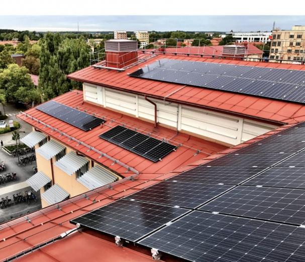 Solcellsanläggning vid Rudbecklaboratoriet, Uppsala Universitet, ägs av fastighetsservice Region Uppsala.
