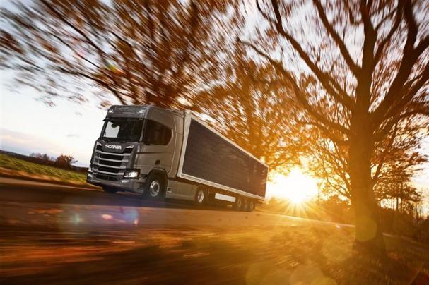 Midsummers solceller på lastbilssläp i utvecklingsprojekt finansierat av Vinnova.