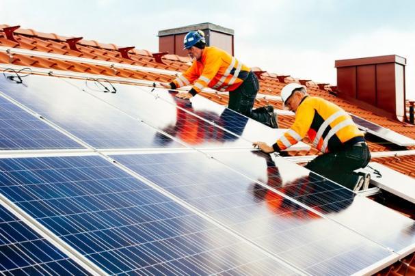 Installation av solceller från E.ON