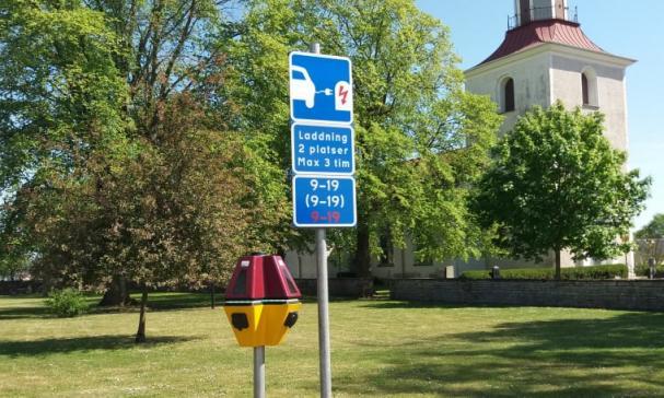 Mörbylånga kommun och Bee i samarbete om elbilsladdning.