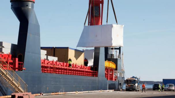 Den 11 mars anlände Pyrocells biodrivmedelsfabrik till Gävle hamn. I måndags 15 mars startade monteringen av de förtillverkade modulerna. Den banbrytande fabriken ska tillverka fossilfri olja av sågspån.