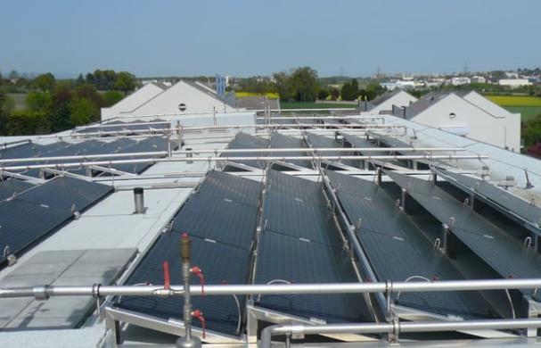 Solpaneler på en yta på drygt 1 600 kvm i bostadskomplexet Solar City, utanför Genéve.