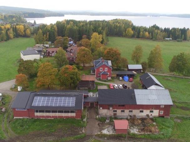 Mjölkgården Vallsänge i Kilafors har en solrelaterad lösning, som ännu är ovanlig: ett batterilager.