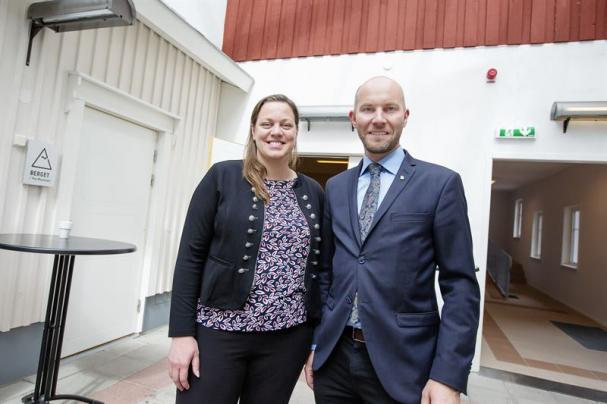 Hanna Eriksen, Sverigechef för Fortums avfalls- och återvinningsverksamhet Fortum Waste Solutions AB, och Claes Nordmark, kommunalråd (S).