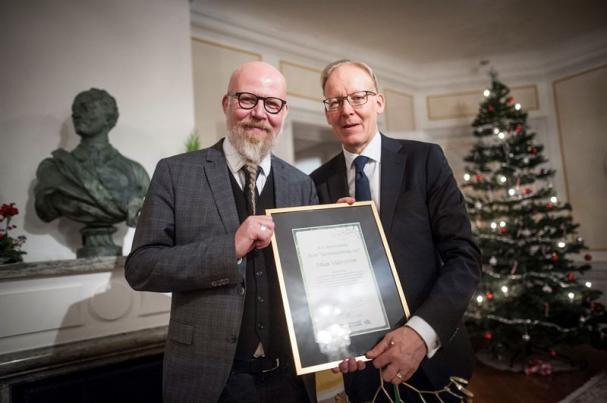 Johan Söderström, vd för ABB Sverige, tillsammans med Daniel Nordström, chefredaktör och ansvarig utgivare för VLT.