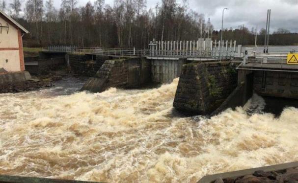 Forsande vatten kring Stjerns kraftstation.