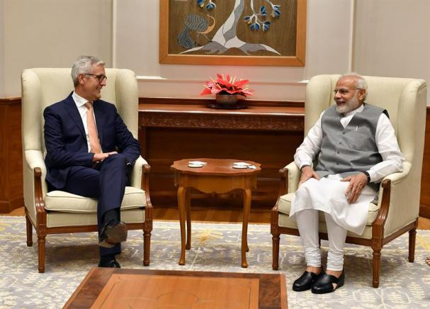 ABB:s koncernchef Ulrich Spiesshofer och Indiens premiärminister Narendra Modi i New Delhi.
