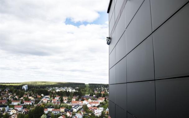 Fasadsolceller på de två översta våningarna av Sara Kultur. De har en effekt på 50 kW.