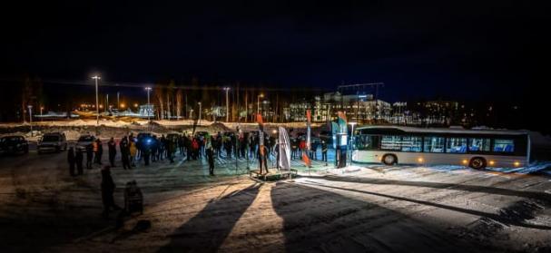 Många elbilsintresserade hade letat sig till Energigränden i Luleå för att medverka vid invigningen, titta på elbilsmodeller och lyssna på föreläsningar om laddning och elbilar.