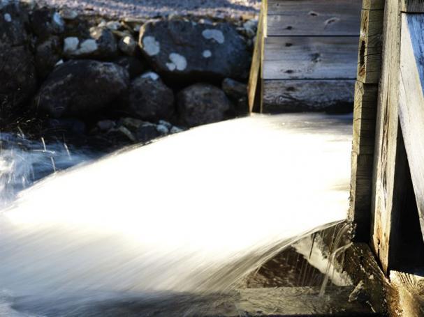 Regeringens nya lagförslag innebär att alla vattenkraftverk ska ha moderna miljötillstånd inom en 20-årsperiod.