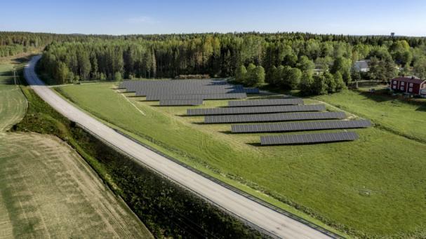 Solhagen slår rekord direkt - producerar över 500 000 kilowattimmar hållbar solel första året.