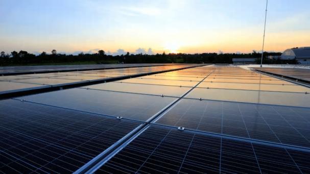 Elkunder med Framtidsavtal hos Öresundskraft bidrar till utbyggnad av solceller och stödjer utsatta barn och ungdomar.