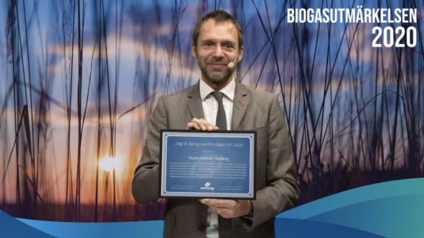 Jens Holm (V) ordförande Trafikutskottet, delade ut priset under den digitala konferensen BioDriv Tinget den 1 december.