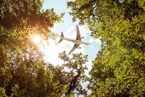 Biobränsle utvecklas för mer hållbart flyg.