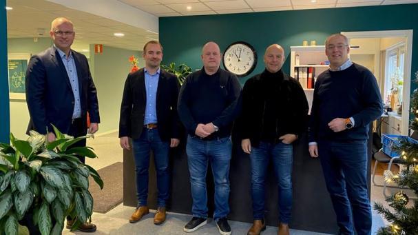 På bild från vänster: Fredrik Allthin, vd Assemblin El, Pierre Lindberg, regionchef Assemblin El, Christer Sparf och Joakim Östling, delägare i J&C El, Daniel Klerdal, strategichef Assemblin El.