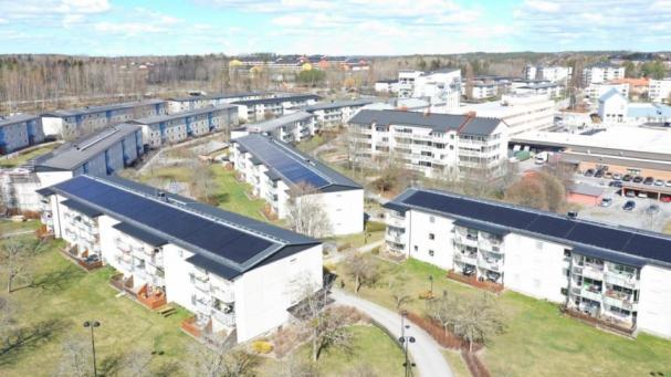 Nu har 3 195 solpaneler monterats på HSB brf Granens tak i Järfälla.