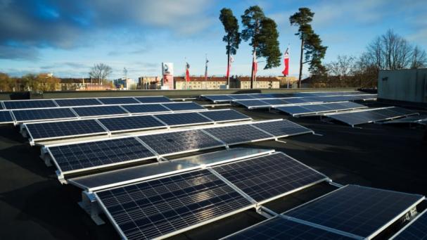 Solceller på OKQ8 Globens tak.