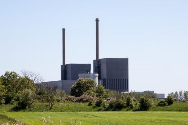 Kärnkraftsverket i Barsebäck togs ur drift 2005 efter en överenskommelse mellan socialdemokraterna, vänsterpartiet och centerpartiet.