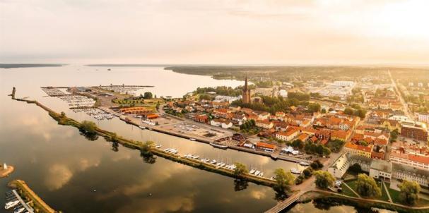<span>I ett unikt samarbete mellan <span>Verksamhet teknik i Mariestad i Västergötland </span>och Vattenfall InHouse kommer kommunerna i Mariestad, Töreboda och Gullspång kunna använda solcellsel utan att äga en enda solcell.</span>
