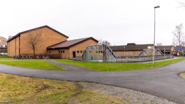 Djupedalskolan i Mölnlycke får nu fjärrvärme levererad av Solör Bioenergi.