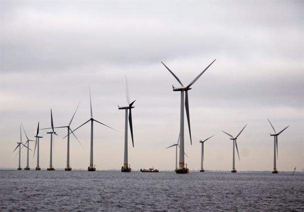 I september nästa år kommer Vattenfalls första hybridenergipark, bestående av vindkraft, solel och batterilagring, tas i drift. Den nya parken ligger vid Haringvlieti Nederländerna, men bilden visar vindkraftparken i Lillgrund.