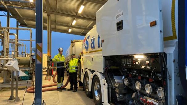 Den första leveransen av biobränsle till Ängelholm Helsingborg Airport som möjliggjorts av Fly Green Fund.