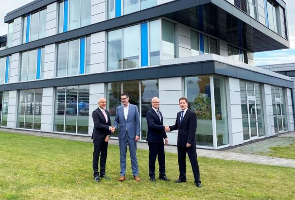 Willibald Berger, CAO HANZA, Timo Dreyer, CEO Beyers, Erik Stenfors, CEO HANZA, Wolfgang Beyers, huvudägare Beyers.