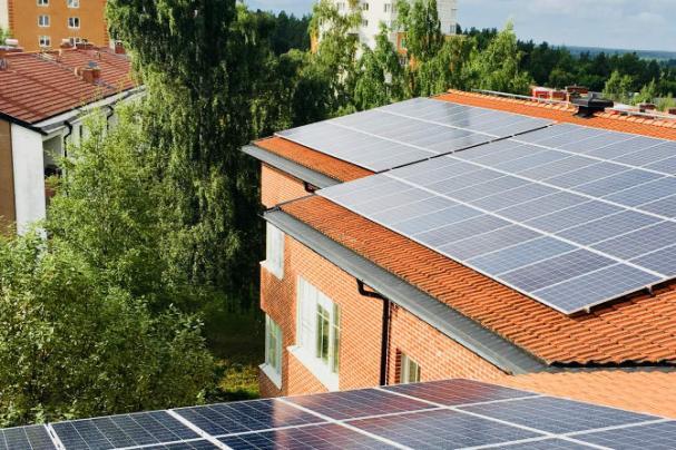 På tisdag den 17 oktober invigs landstingets första solcellsanläggning, på taket av Geriatriskt centrum i Umeå.
