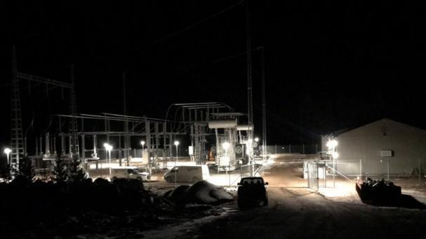 Jämtkrafts fördelningsstation med transformatorer, manöverbyggnad, ställverk och kontrollsystem.