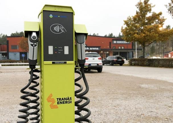 Tranås Energi har laddstolpar för elfordon på flera platser i Tranås. Snart byggs infrastruktur för laddning även i Ydre.