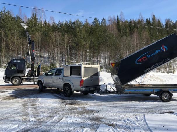 Väl uppe manövreras armaturen från marken med fjärrkontroll. Discovery står på stolpe drygt 8 meter över marken.