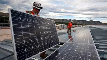Intresset för att instalera solceller ökar och nu ordnar Uppsala kommun informationsträffar på sex platser i kommunen för de som vill instalera solceller.